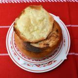 Halászcsárda Fokhagymakrémleves sajtoscipóban