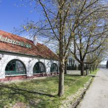 Dunaújvárosi halászcsárda az utcáról